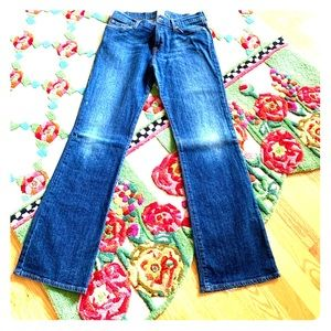 Comfy, Cute, New  LUCKY BRAND stretch JEANS!